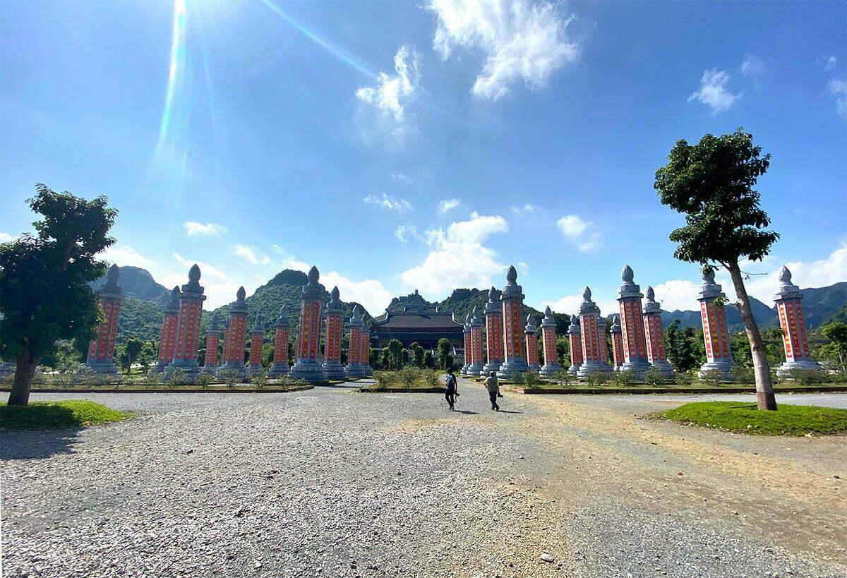 Vườn cột kinh chùa Tam Chúc